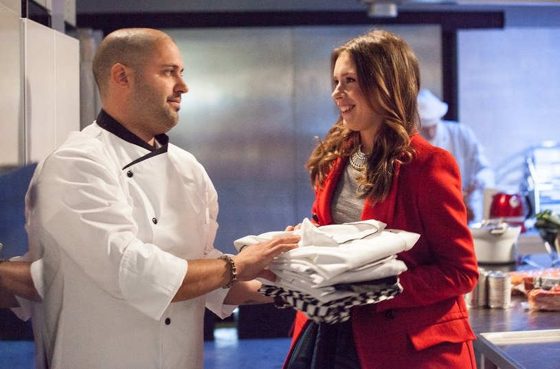 Szef kuchni (w tej roli: Martin Gimenez Castro zwycięzca pierwszej edycji Top Chef) ulegnie urokowi Moniki. /Polsat