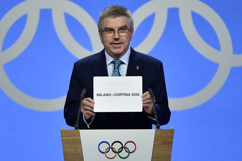 Szef MKOl-u Thomas Bach ogłasza zwycięzcę wyścigu o igrzyska /AFP