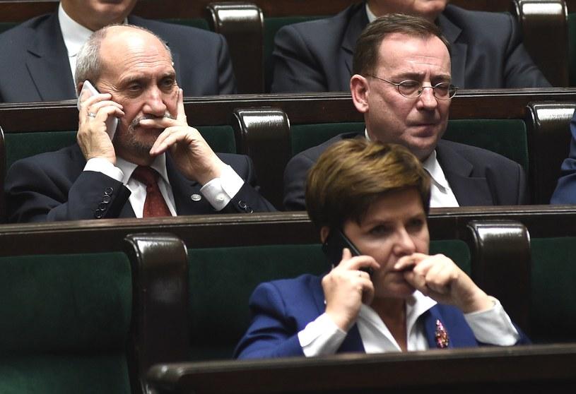 Szef MON Antoni Macierewicz, były szef CBA Mariusz Kamiński i premier Beata Szydło /Adam Chełstowski /Agencja FORUM