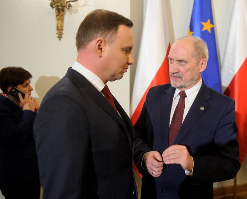 Szef MON Antoni Macierewicz i prezydent Andrzej Duda /Piotr Bławicki /East News