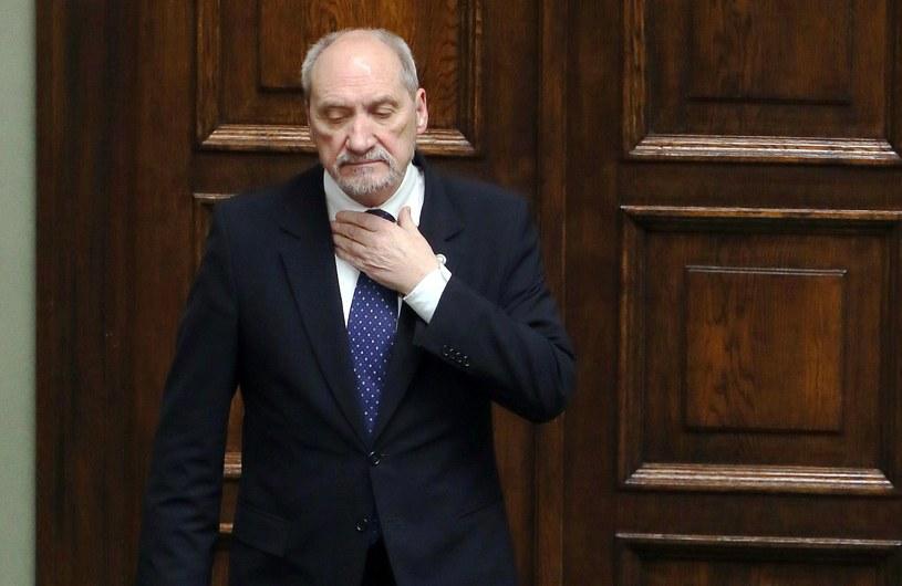 Szef MON Antoni Macierewicz /Tomasz Gzell /PAP