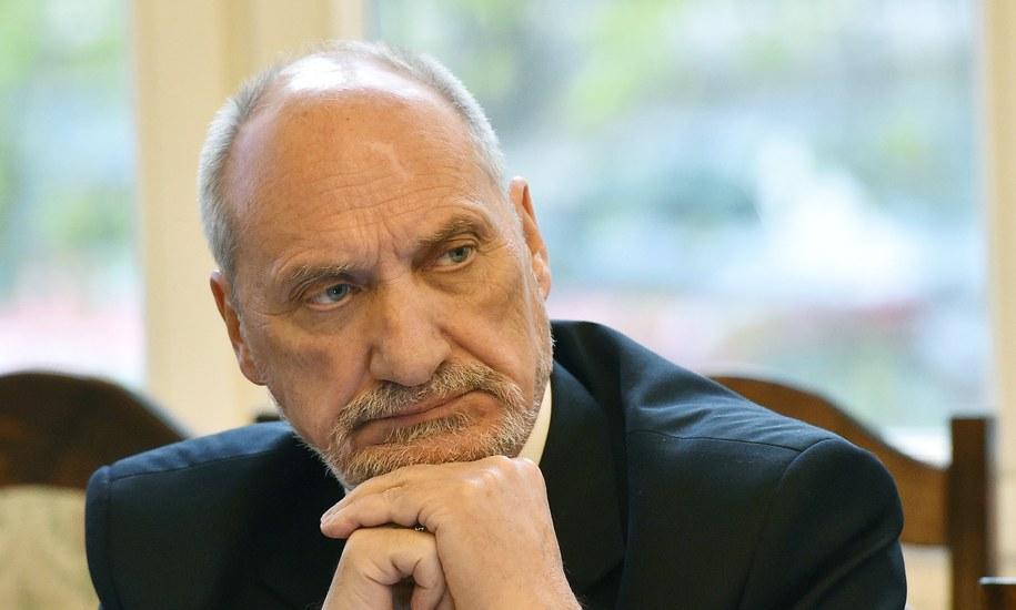 Szef MON Antoni Macierewicz /Radek Pietruszka /PAP