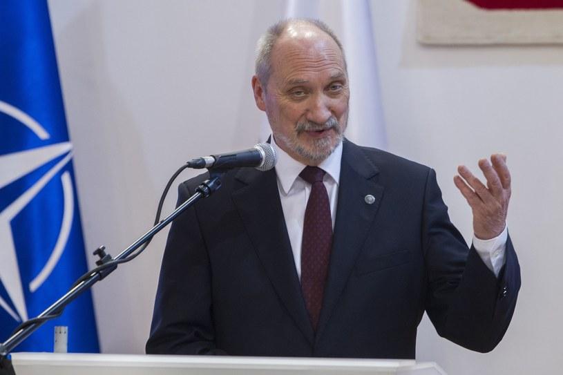 Szef MON Antoni Macierewicz /Rafał Olkuśnik /East News