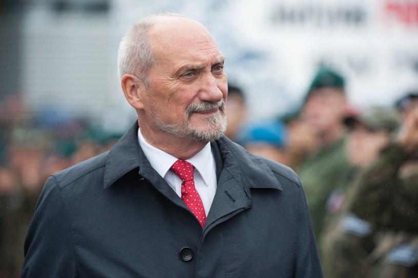 Szef MON Antoni Macierewicz /ANDRZEJ ZBRANIECKI /East News