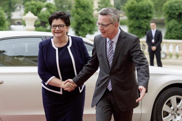 Szef MSW Niemiec Thomas de Maiziere i szefowa MSW Polski Teresa Piotrowska /AFP
