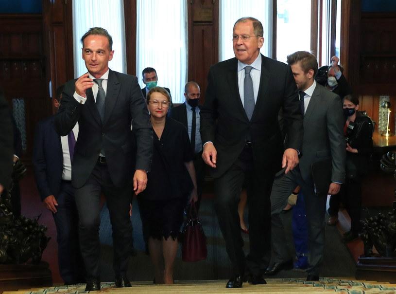 Szef niemieckiej dyplomacji Heiko Maas z rosyjskim ministrem spraw zagranicznych Siergiejem Ławrowem /PAP/EPA