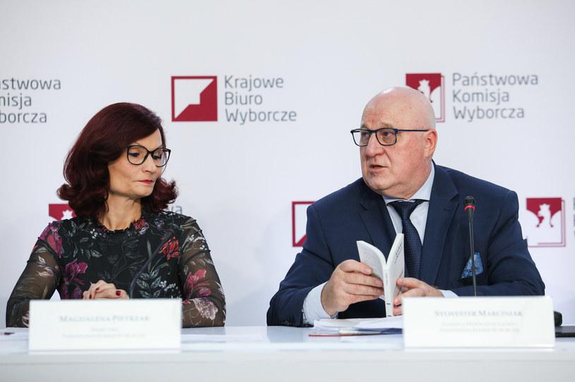 Szef PKW Sylwester Marciniak i szefowa KBW Magdalena Pietrzak /Andrzej Hulimka  /Agencja FORUM