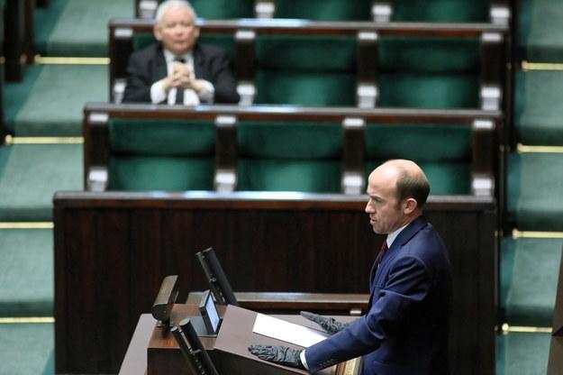 Szef PO Borys Budka i (na drugim planie) prezes PiS Jarosław Kaczyński na sali obrad Sejmu / Leszek Szymański    /PAP