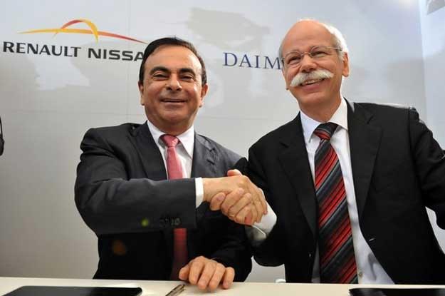 Szef Renault-Nissan Alliance Carlos Ghosn (z lewej) prezes Daimler AG Dieter Zetsche /AFP