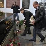 """Szef """"S"""" złożył kwiaty przed sarkofagiem Płażyńskiego"""