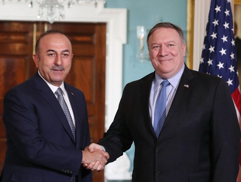 Szef tureckiej dyplomacji Mevlut Cavusoglu i sekretarz stanu USA Mike Pompeo /AFP