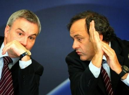 Szef UEFA Michel Platini w towarzystwie Davida Taylora, sekretarza generalnego tej organizacji /INTERIA.PL/PAP
