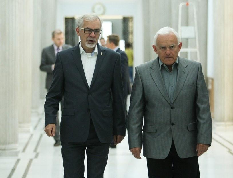 Szef Unii Pracy Waldemar Witkowski z szefem SLD Leszkiem Millerem /Michał Dyjuk /Reporter
