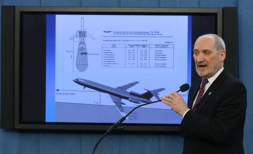Szef Zespołu Parlamentarnego ds. Zbadania Przyczyn Katastrofy TU-154M z 10 kwietnia 2010 r. Antoni Macierewicz /Tomasz Gzell /PAP