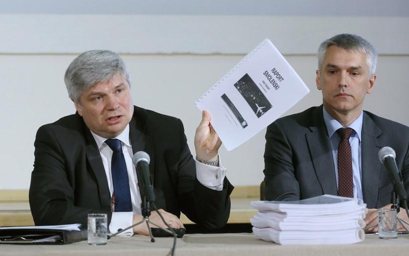 Szef zespołu przy KPRM Maciej Lasek (z lewej) /Paweł Supernak /PAP