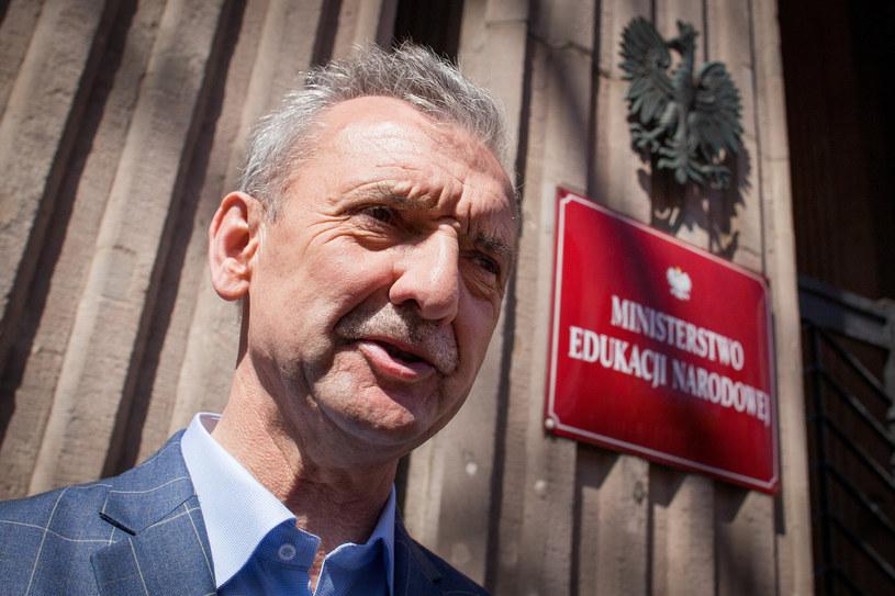 Szef ZNP Sławomir Broniarz przed siedzibą MEN /Stefan Maszewski /Reporter