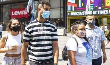 Szefowa CDC: Zaszczepieni powinni nosić maski na obszarach o dużej transmisji wirusa