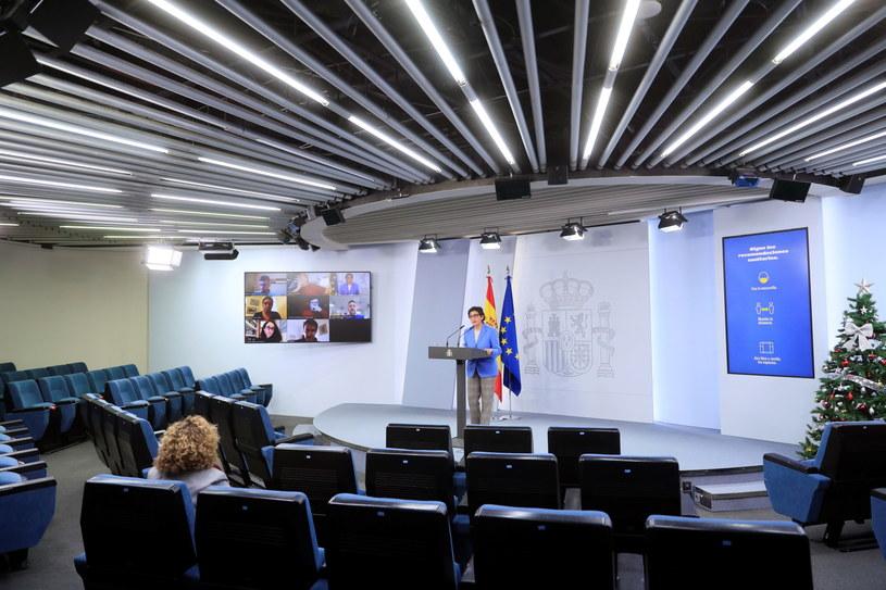 Szefowa hiszpańskiej dyplomacji w czasie konferencji prasowej, na której ogłosiła porozumienie z Wielką Brytanią. /FERNANDO ALVARADO /PAP/EPA