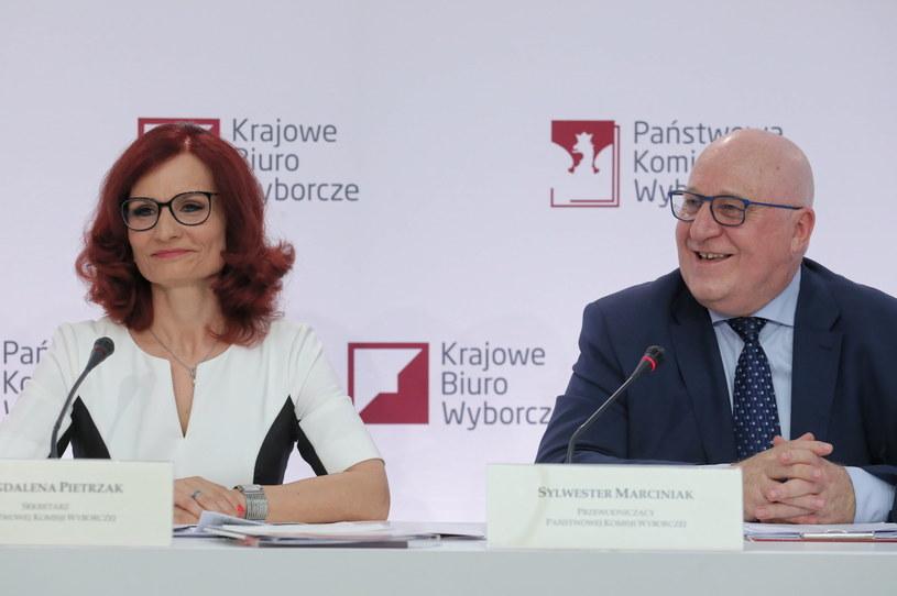 Szefowa KBW Magdalena Pietrzak i szef PKW Sylwester Marciniak /Paweł Supernak /PAP