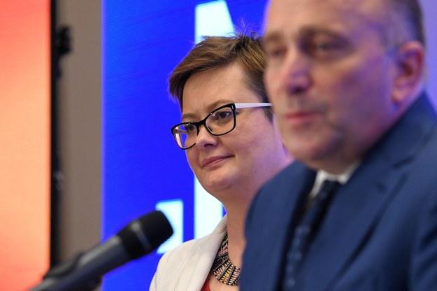 Szefowa Nowoczesnej Katarzyna Lubnauer (L) oraz przewodniczący Platformy Obywatelskiej Grzegorz Schetyna (P) /Darek Delmanowicz /PAP