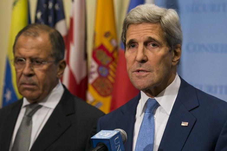 Szefowie dyplomacji Rosji i USA - Siergiej Ławrow i John Kerry /DOMINICK REUTER / AFP /AFP