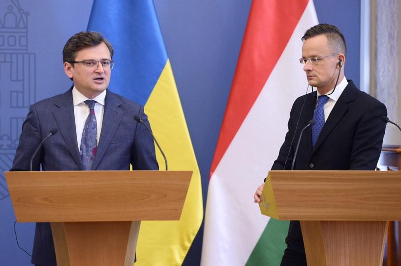 Szefowie dyplomacji Ukrainy i Węgier Dmytro Kuleba i Peter Szijjarto /TAMAS KOVACS   /PAP/EPA