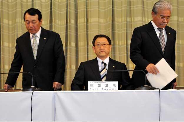 Szefowie Toyota Motor Co podczas konferencji prasowej /AFP