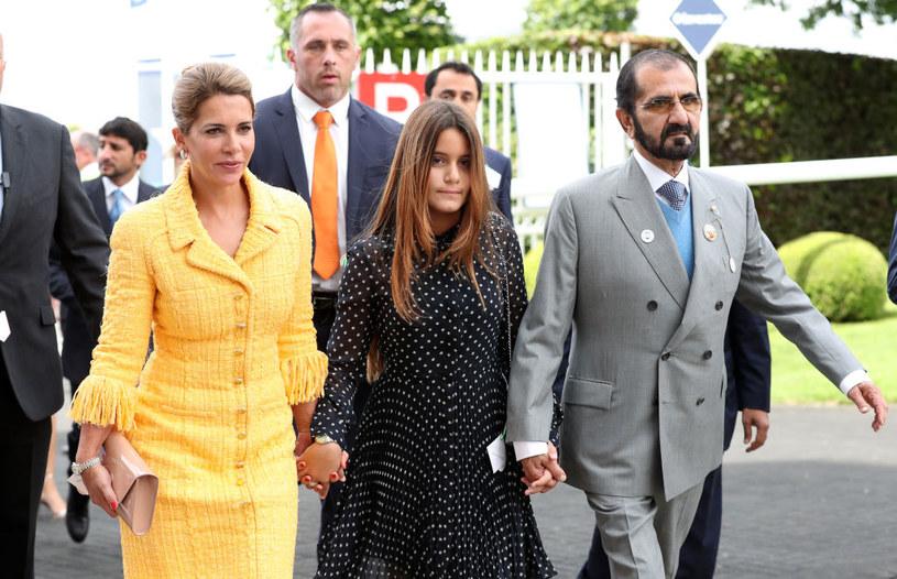 Szejk Muhammad wraz z żoną, księżniczką Hają oraz córką Al-Jalilą /Getty Images