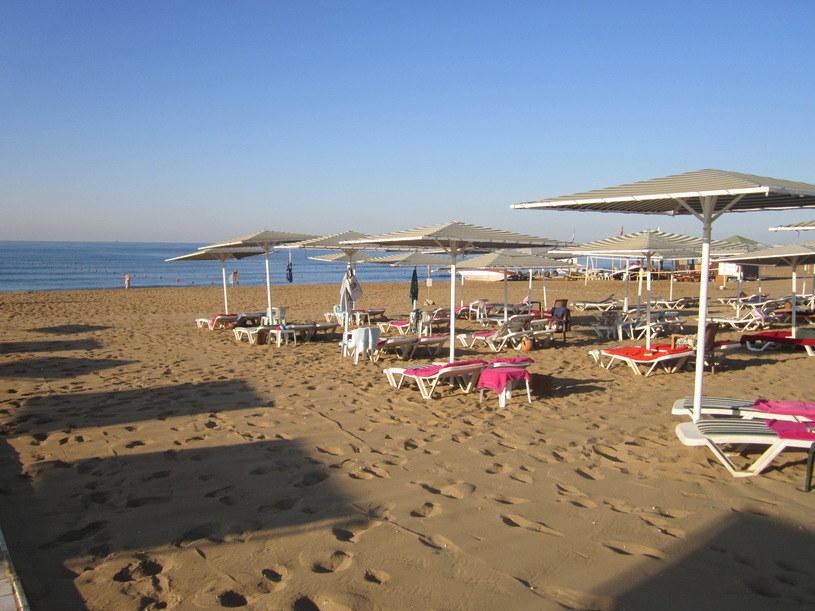 Szerokie, piaszczyste plaże przyciagają do Turcji wielu turystów /INTERIA.PL