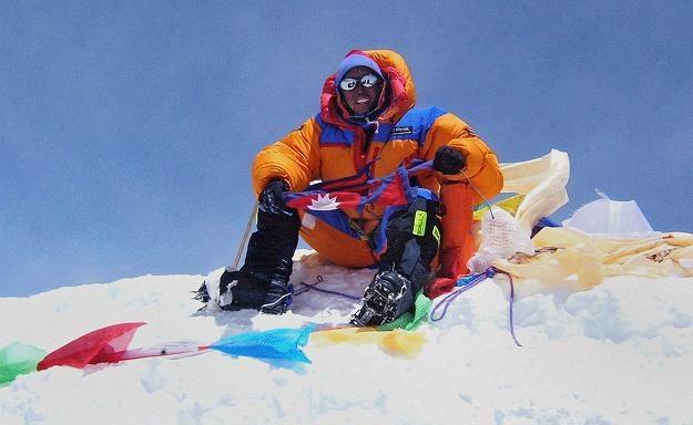 Szerpa Apa na szczycie Mount Everestu /AFP