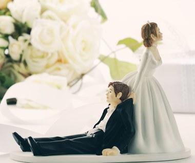 Sześć nietypowych zwyczajów ślubnych. Niektóre cię zaskoczą!