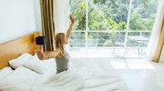 Sześć trików na przyjemne ochłodzenie w sypialni