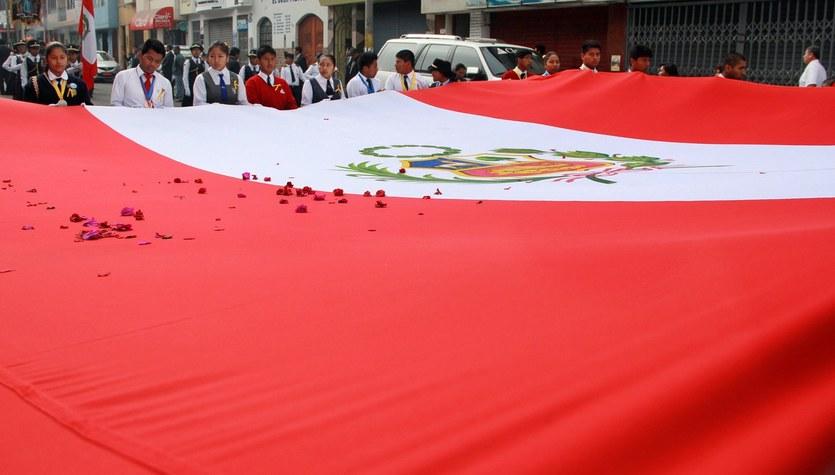 Sześciu młodych piłkarzy i kierowca zginęli w wypadku w Peru