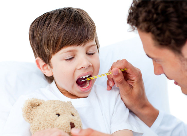 Szkarlatyna wyczerpuje organizm, dlatego dziecko co najmniej przez tydzień powinno zostać w łóżku. /123RF/PICSEL