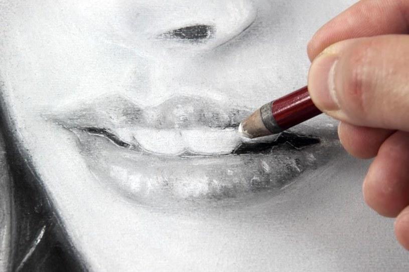 Szkicowanie ust /©123RF/PICSEL