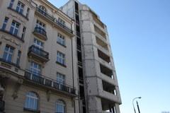 Szkielet biurowca straszy od 20 lat w centrum stolicy