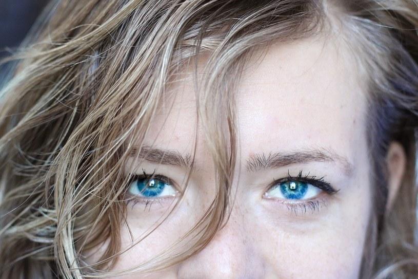 Szkła kontaktowe służące do zmiany koloru oczu zakupione w salonie optycznym gwarantują komfort noszenia i bezpieczeństwo użytkowania /materiały promocyjne