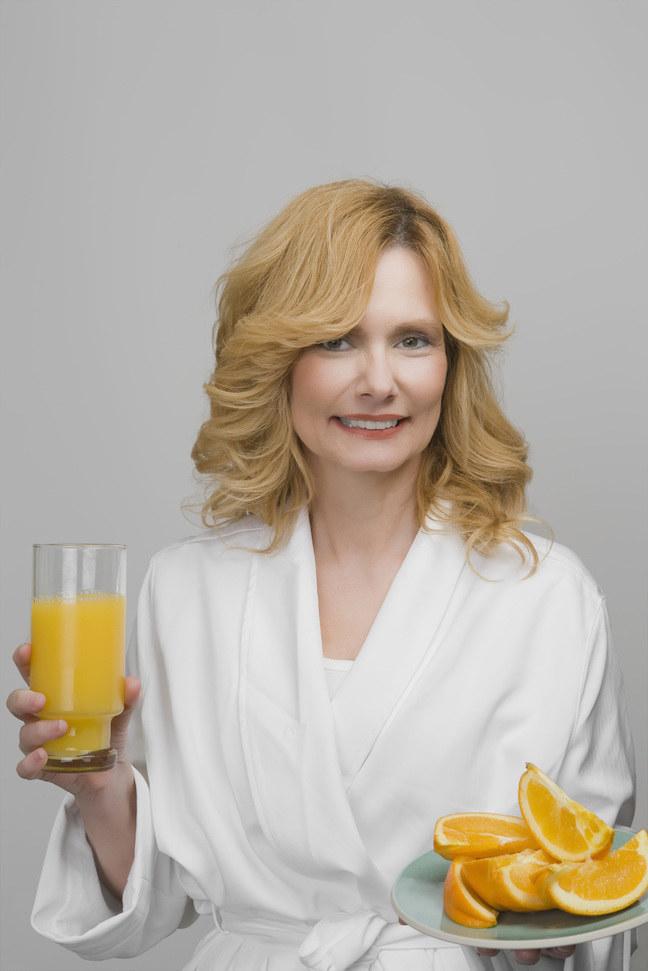Szklanka soku ze świeżych pomarańczy to 120 kcal /© Photogenica