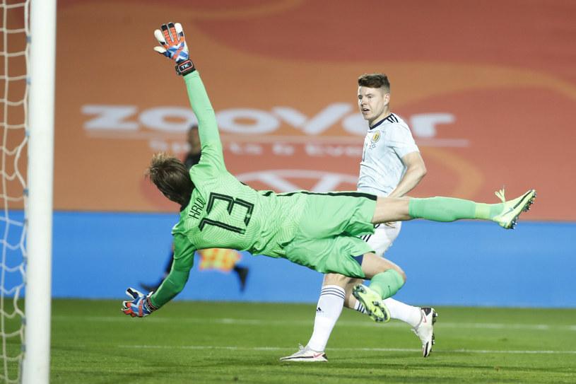 Szkocki napastnik w akcji w meczu towarzyskim z Holandią /AP /East News