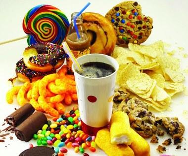 Szkodliwe dodatki żywnościowe, których trzeba unikać