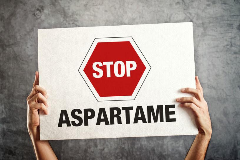 Szkodliwe działanie aspartamu /©123RF/PICSEL