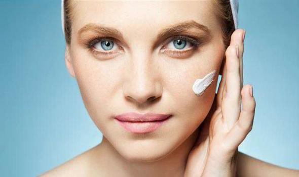 szkodliwe składniki w kosmetykach - krok 3 /© Photogenica