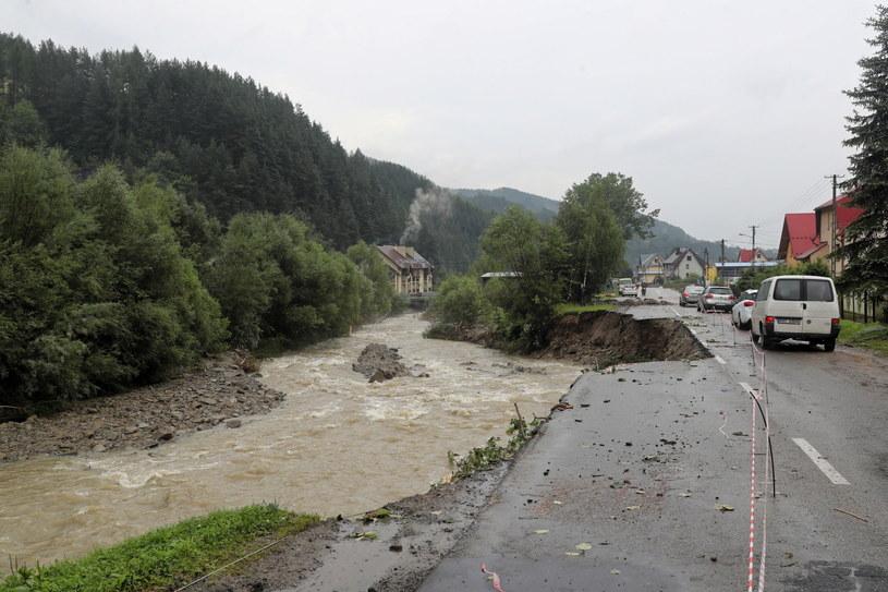 Szkody po ulewnych deszczach w miejscowości Ochotnica Górna / Grzegorz Momot    /PAP
