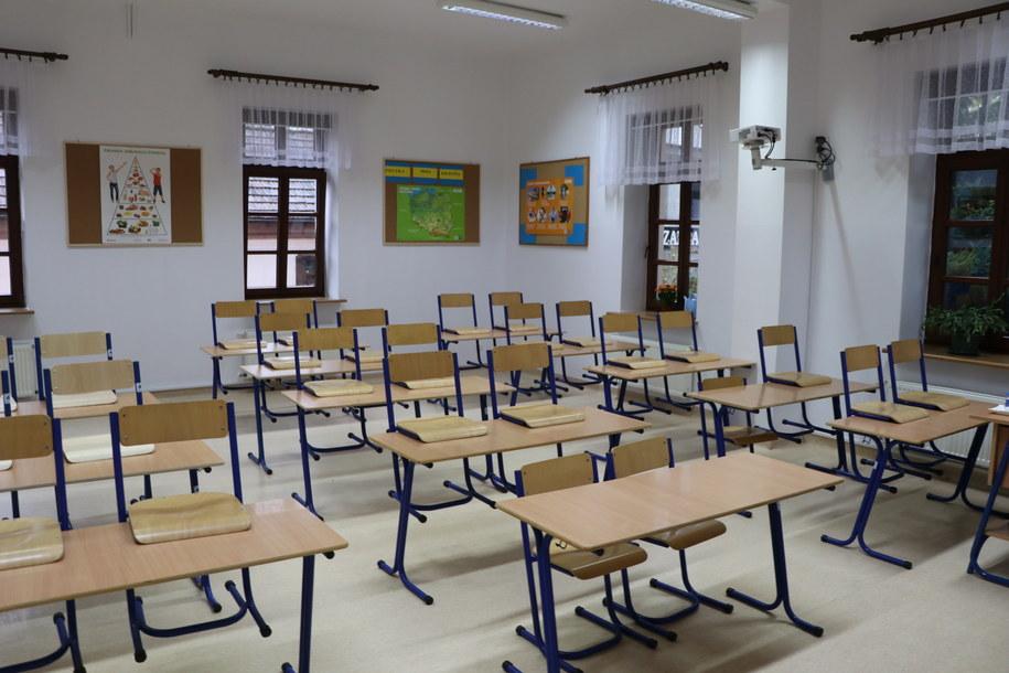 Szkoła w Czerwionce-Leszynach na Śląsku położona w żółtej strefie. Zdjęcie ilustracyjne /Józef Polewka /RMF FM