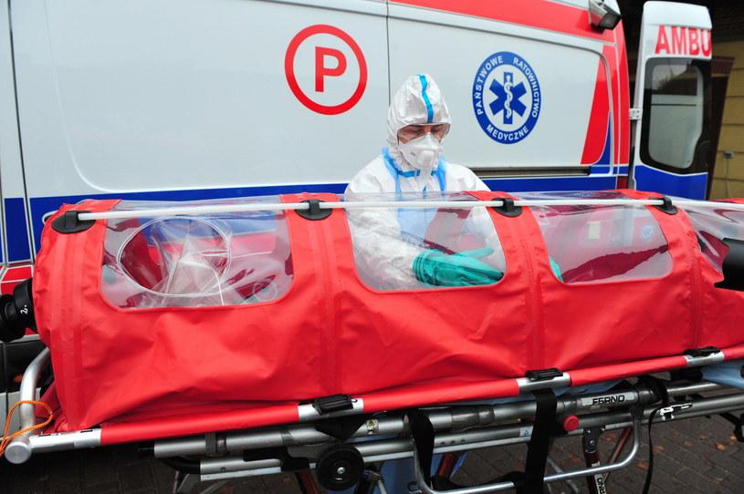 Szkolenia na wypadek Eboli w Szczecinie /Marcin Bielecki /PAP