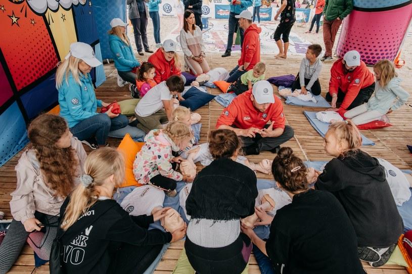 Szkolenia odbywające się w nadmorskich strefach Małych Ratowników przyciągają tysiące rodziców z dziećmi /materiały prasowe