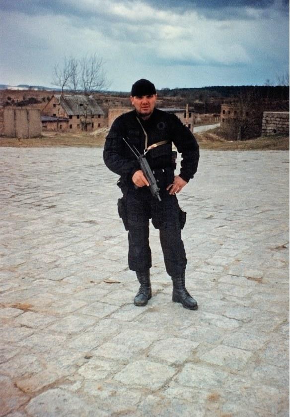 Szkolenie SPAP Gdańsk na poligonie Wędrzyn, 1987 rok. W tle miasteczko wybudowane specjalnie w celu szkolenia jednostek specjalnych. /materiały prasowe