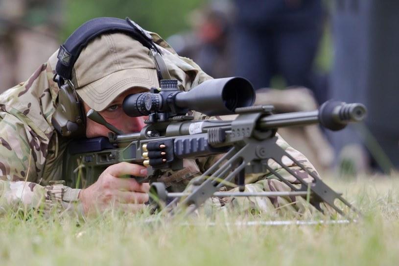 Szkolenie strzelca wyborowego należy do najtrudniejszych w wojsku /East News