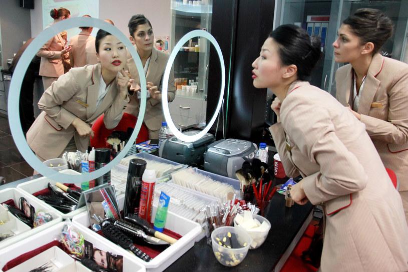 Szkolenie z nakładania makijażu w liniach Emirates /Getty Images