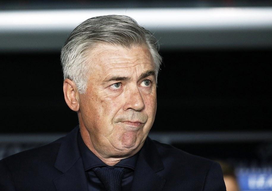Szkoleniowiec (jeszcze) Bayernu Monachium Carlo Ancelotti w trakcie wczorajszego przegranego 0:3 meczu Ligi Mistrzów z Paris Saint-Germain /YOAN VALAT  /PAP/EPA